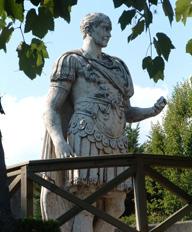 Статуя Юлия Цезаря. Нион. Кантон Во. Швейцария