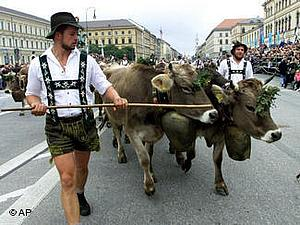 """Фольклорный парад в Мюнхене во время """"Октоберфеста"""""""